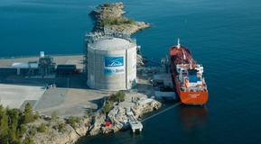 Since May 2011, Linde has been supplying  the entire Baltic Sea region with liquefied natural gas from its Nynäshamn terminal in southern Sweden. The gas is liquefied at Linde's Stavanger LNG facility and shipped to the terminal in stor-age tanks. Here it is stored for onward transport in a tank capa-ble of holding up to 20,000 cubic metres of LNG – in other words, around twelve million cubic metres of gas.